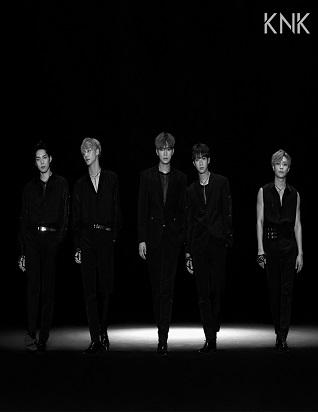 크나큰 - KNK S/S COLLECTION (싱글앨범)